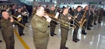 В українських аеропортах грали оркестри на честь кіборгів – захисників Донецького аеропорту