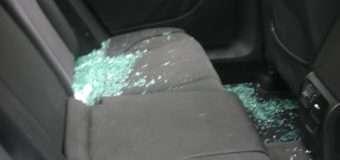У Володимирі-Волинському зловмисники розбили скло автомобіля й викрали сумочку з грошима