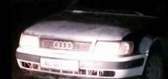 Вночі нетверезий водій, побачивши поліцію, залишив машину й почав утікати