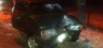 У Луцьку автомбіль в'їхав в дерево, водій та пасажир з місця пригоди втікли