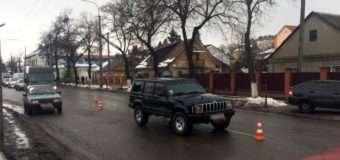 """У Луцьку автомобіль """"JEEP Grand Cherokee"""" збив двох пішоходів"""