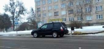 У Рожищі водій припаркувався там, де зупиняється громадський транспорт