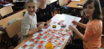Діти з Волині виготовили сувеніри й передали їх одноліткам на Донеччину
