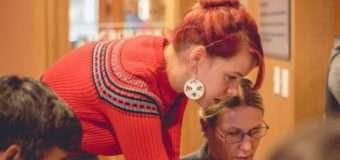 Українка навчає жителів американських міст петриківському розпису