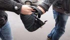 О п'ятій ранку поблизу супермаркету зловмисник пограбував волинянина