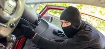 У Володимирі-Волинському посеред білого дня з автомобіля вкрали документи