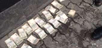 """На Волині """"валютник"""" дав 10 тисяч гривень хабаря поліцейському за непритягнення до відповідальності"""