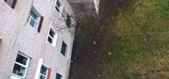 У Нововолинську 24-річний хлопець випав з вікна багатоповерхівки