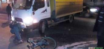 """У Луцьку автомобіль """"Укрпошти"""" збив велосипедиста"""