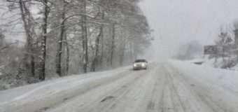 На дорогах Волинської області рятувальники витягували автомобілі з заметів