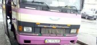 Водій вигнав з автобуса 17-річну лучанку, яка пред'явила пільговий квиток