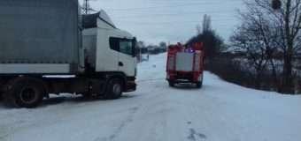 На Волині за добу рятувальники зі снігових заметів визволили десять машин