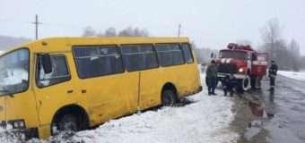 На Волині рейсовий автобус з пасажирами злетів у кювет