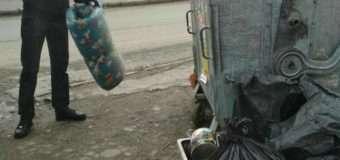 Мешканці приватного сектору хотіли викинути причіп сміття у контейнери поблизу п'ятиповерхівки