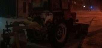 У Луцьку нетверезий водій на тракторі збив дорожній знак і втік