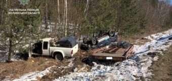 На Волині через неуважність водія за кермом два автомобілі опинилися в кюветі