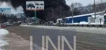 На ринку у Чернівцях – масштабна пожежа. Фото, відео