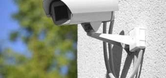 На Волині невідомий з фасаду магазину викрав 6 камер відеоспостереження