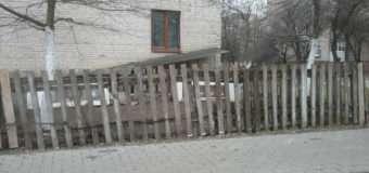 """У Луцьку муніципали демонтовуватимуть """"страшні"""" паркани"""