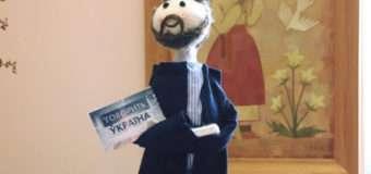 Луцька майстриня виготовила ляльку-копію відомого ведучого