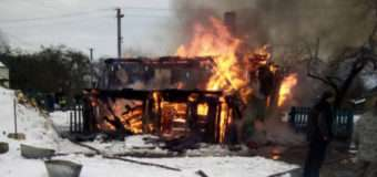 У селі на Волині згоріла хата з покійницею. Пожежу спричинила запалена свічка