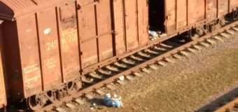 У Луцьку з вагона товарного потяга викидали мішки зі смяттям