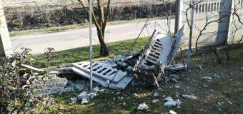 У селі на Волині автомобіль протаранив огорожу приватного обійстя