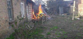 Через розведене на подвір'ї багаття мало не згорів будинок у Луцьку. Фото