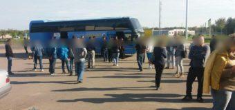 На Волині пасажири обурювалися, коли патрульні формляли постанову про порушення водієві автобуса