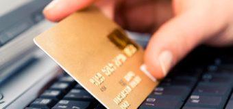 Зловмисник, представившись працівником банку, видурив у лучанки дані кредитної картки й зняв гроші