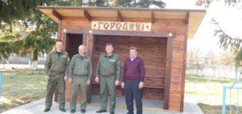 У Рожищенському районі лісівники встановили зупинку в еко-стилі
