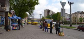 У Нововолинську на зупинці громадського транспорту помер чоловік