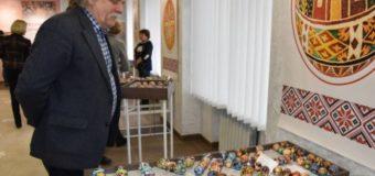 Понад 700 унікальних авторських писанок представлено на виставці у Луцьку