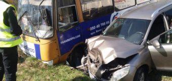У селі біля Луцька зіткнулись маршрутка й автомобіль. Є постраждалі. Фото