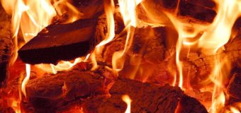 Три години гасили пожежу, що спалахнула в приміщенні сушки деревини в селі на Волині