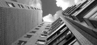 У Польщі з вікна багатоповерхівки випав волинянин