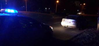 У Луцьку водій-порушник від патрульних зачинився в автомобілі