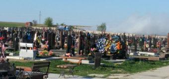 На луцькому кладовищі горіли пластикові вінки та квіти