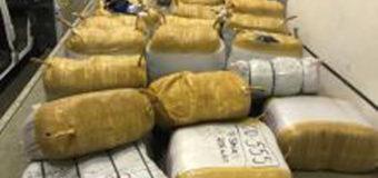 """Волинські митники на """"Ягодині"""" вилучили більше 7 тисяч предметів одягу виробництва Туреччини"""