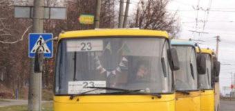 У Луцьку водій маршрутки не впустив у салон жінку з дитиною у візочку