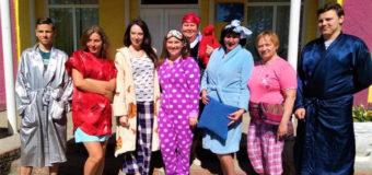 У волинській гімназії вчителі та учні прийшли на навчання в піжамах