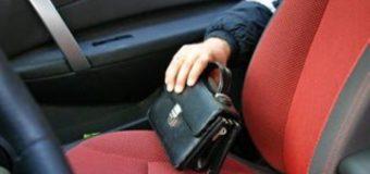 Зловмисники з автомобіля волинянина викрали барсетку з грошима