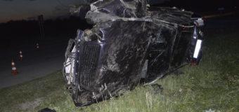 У селі на Волині автомобіль на швидкості злетів у кювет. Водій загинув, пасажир – у лікарні