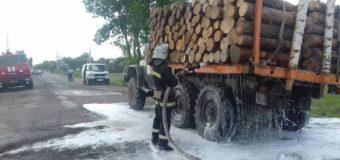 На Волині горів навантажений деревиною автомобіль