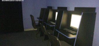 Патрульні вночі закрили 13 луцьких Інтернет-кафе
