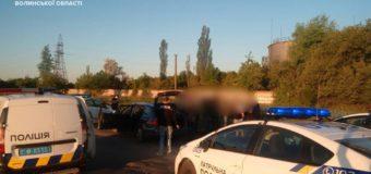 Менш ніж за 10 хвилин патрульні затримали крадіїв автівки в Луцьку. ФОТО