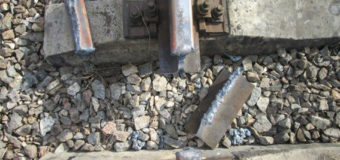 На Волині поліцейські спіймали на гарячому 70-річного чоловіка, який викрав деталі із залізничної колії