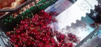 Які ціни на черешні на луцькому ринку?