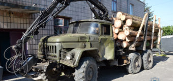На Волині поліція зупинила автомобіль завантажений вкраденою лісодеревиною