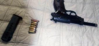 У помешканні володимир-волинця поліція знайшла пістолет та вибухонебезпечні матеріали